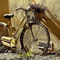 bicycle-leaning-against-wall